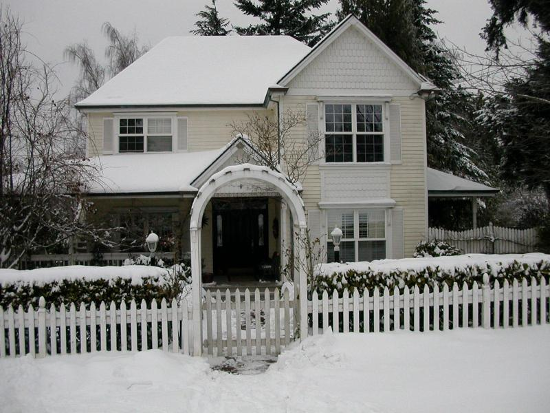 Lovely Victorian in Winter-studio in rear - Sunny SW 1BR Artist Studio w/ Hot Tub - Portland - rentals