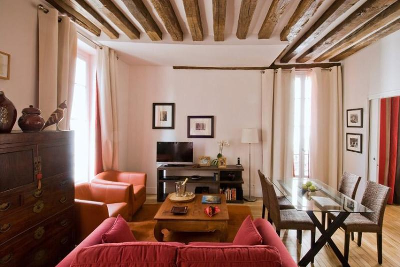 Marais at Arts et Metiers for Up to 4 Guests - Image 1 - Paris - rentals
