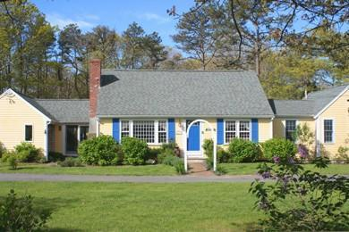 Expanded Cape with circular driveway - Vintage Cape Charm Near Seymour Pond - Brewster - rentals