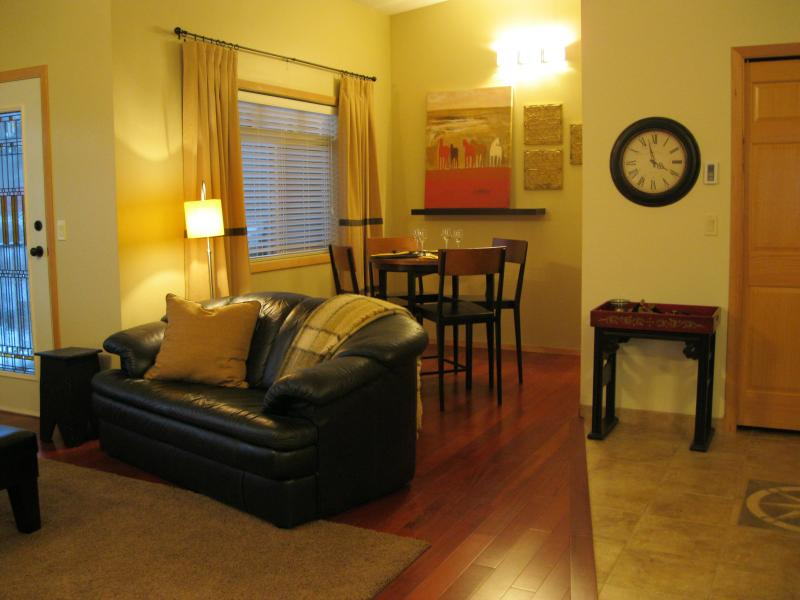 Living Room and Dining Room - Spacious Condo close to Ski Hill and Downtown - Revelstoke - rentals