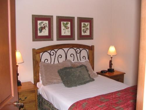 2nd Bedroom w flat screen tv - Mill Club Disc Lift Tickets, Great Rates. - Copper Mountain - rentals