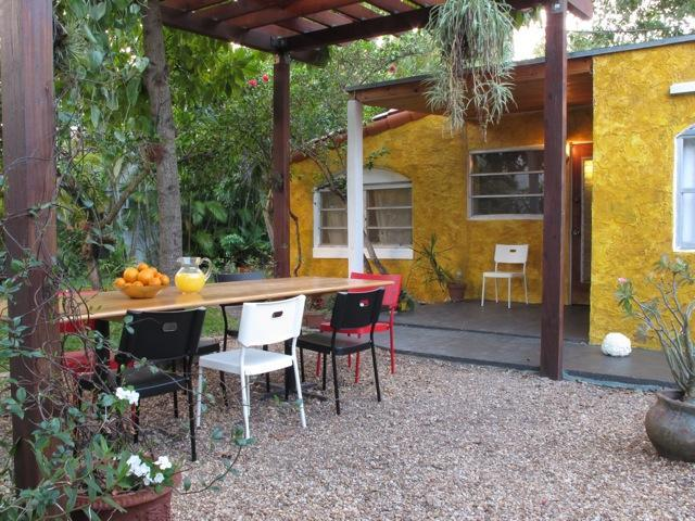 outside sitting area - Cozy and private cottage on Miami Beach - Miami Beach - rentals