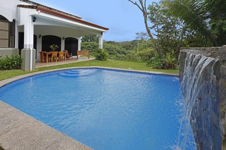 Private Pool with waterfall - Casa Blanca in Esterillos, Central Pacific Coast - Costa Rica - rentals