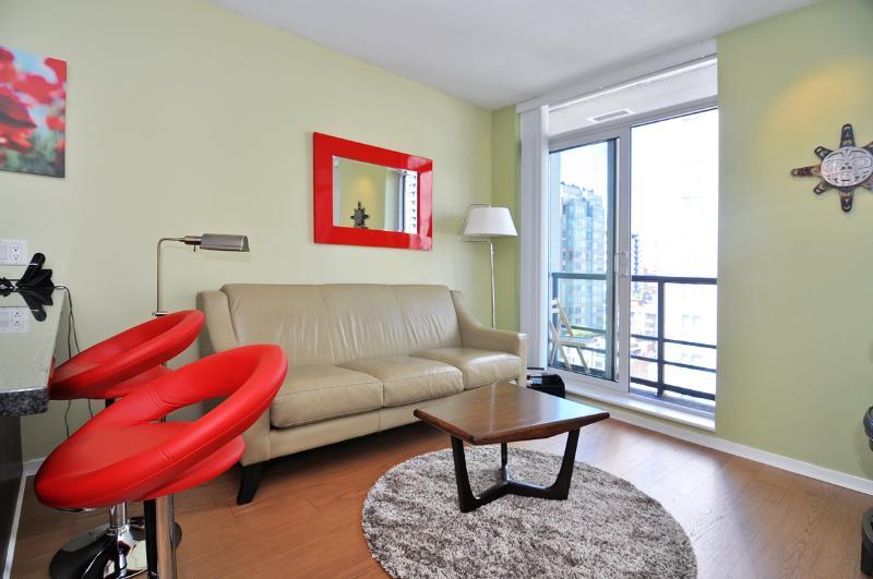 Living area - Terrific Downtown Vancouver 1 Bedroom Trendy Yaletown Condo - Vancouver - rentals