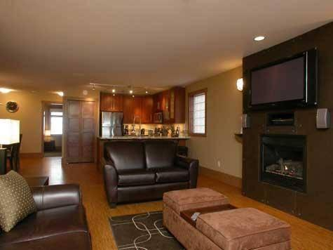 Spacious and comfortable lounge area with inset fireplace and huge wall mounted plasma TV - The Raven - Condo 1520 - Big White - rentals