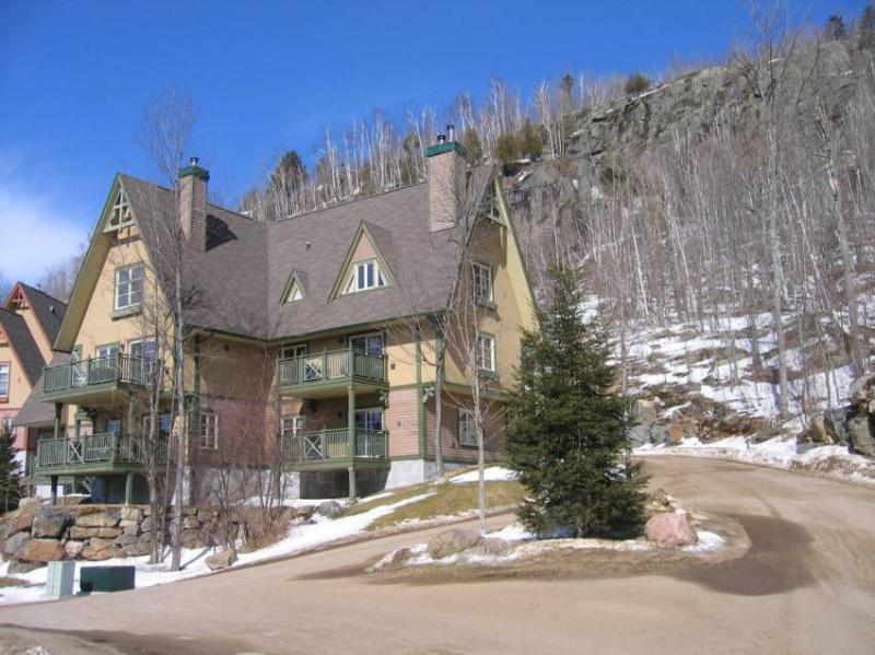 Front view of apartment block. - Beautiful Condo in Le Plateau - Mont Tremblant - rentals