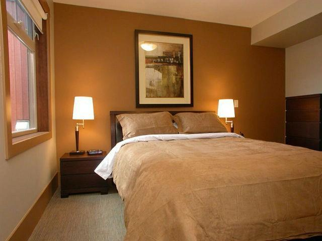 Master Bedroom with inviting Queen Bed - bbc partnership - Big White - rentals