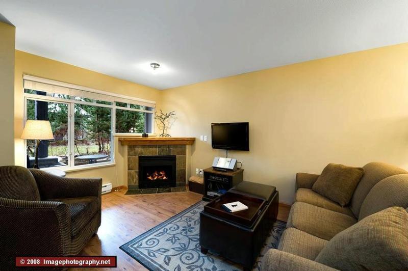 Living Room - Kelly Cervi - Whistler - rentals