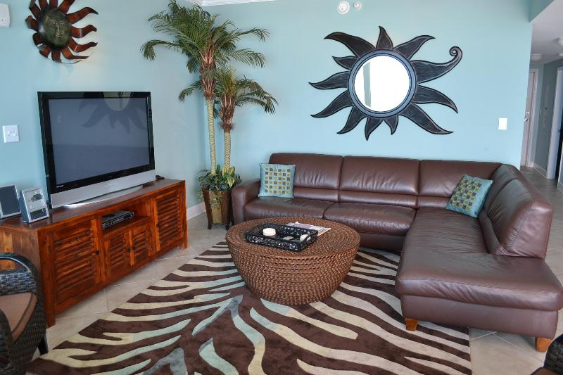 Luxury with Leather sectional, Flat-panel TVs, Caribbean-colored walls - Value AND OOH-LA-LA Luxury, value and VIEWS - Gulf Shores - rentals