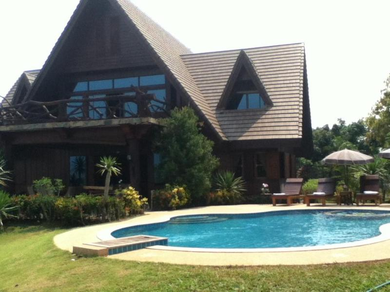 Magnificent Mountain View Retreat with private swimming pool on your very own 10 acre private estate - Magnificent Mountain View Villa with Private Pool - Chiang Dao - rentals