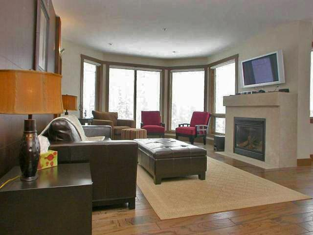 Spacious and comfortable living space - BigWhiteVacationHomes.com 1 - Big White - rentals