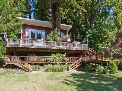 Riverfront Chalet, Wine Country Home w/Lawn on River Beach - Riverfront Chalet - Monte Rio - rentals