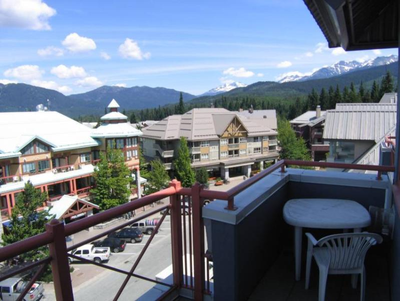 Beautiful 180 degree view of the surrounding mountains. - click on Photo Gallery on the left hand side to view additional photos. - Catherine Willis - Whistler - rentals