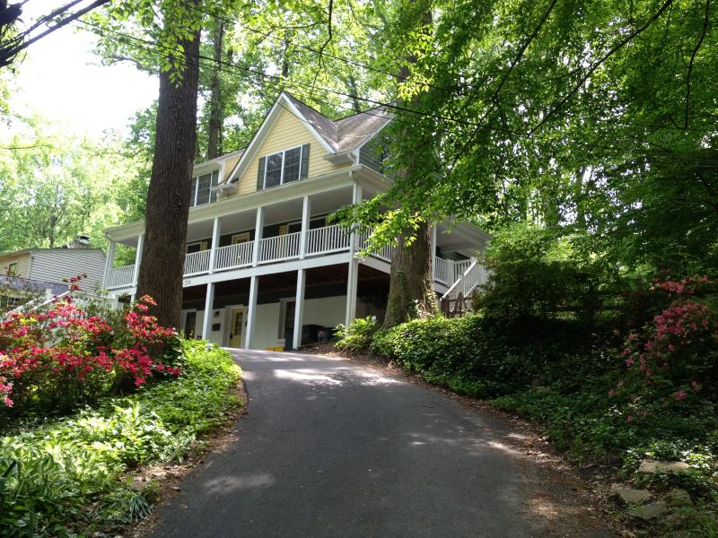 "Warm and sophisticated 4000 sq ft home is set among mature trees on a creek. - Luxury 5 BDRM Hot Tub 80"" TV Tempur-Pedic beds XM - Washington DC - rentals"