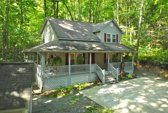Front view of Creek 'n Woods II - CREEK - HOT TUB &  GREAT REVIEWS - CNW #2 - Maggie Valley - rentals