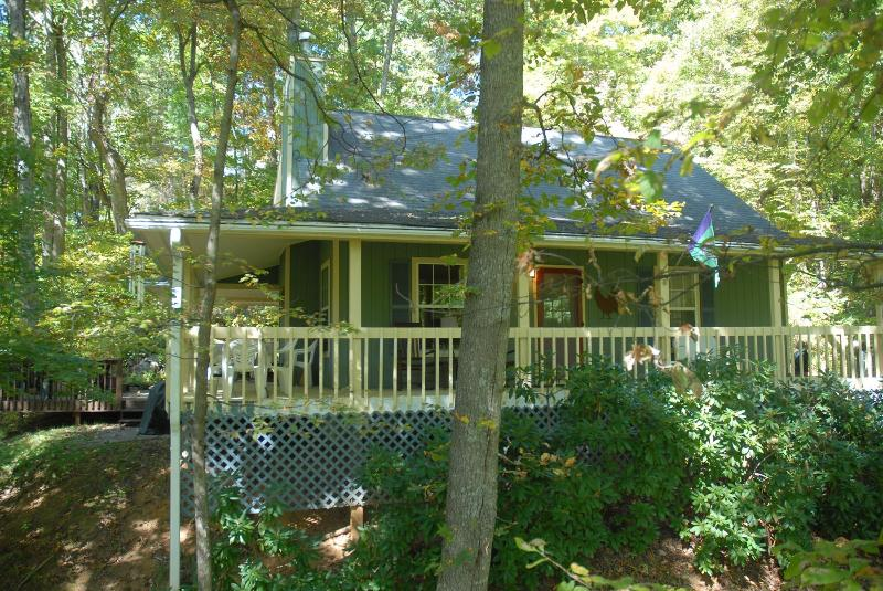 Creek 'n Woods III - GREAT CABIN - HOT TUB - WATERFALL - STELLAR REVIEWS !!! - Creekn'Woods III - Maggie Valley - rentals