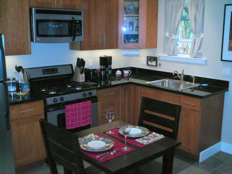 Complete kitchen with granite counters - By the month:  Cottage in Historic Point Richmond - Point Richmond - rentals