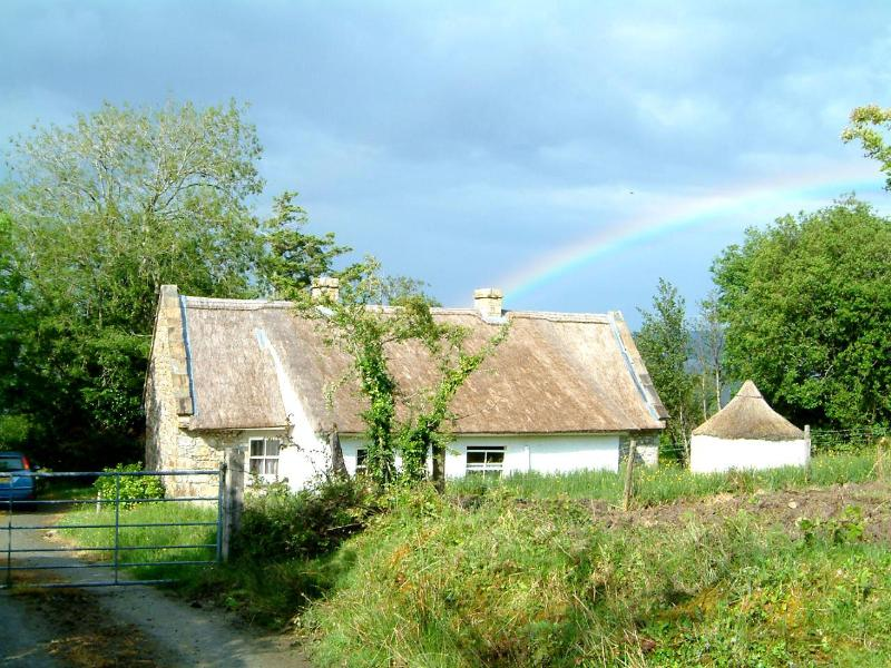 Roosky graced with a real rainbow - Charming Irish Lakeside Thatched Cottage - Bundoran - rentals