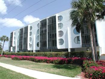Exterior view of Grandview Condos - Grandview Condo--*Walk to the Beach*Cheap Rates*! - Marco Island - rentals