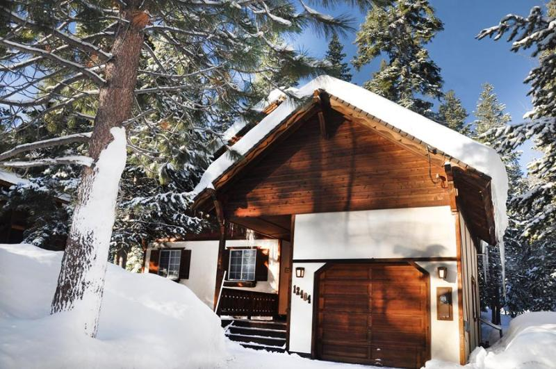 Bavarian Chalet in quiet forest surroundings - Upscale Chalet Best Backyard in TD *Hot tub Wifi - Truckee - rentals