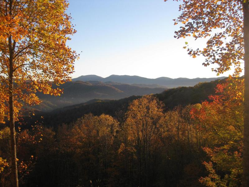 Autumn Color - Tranquil Log Cabin with Beautiful Long-Range Views - Banner Elk - rentals