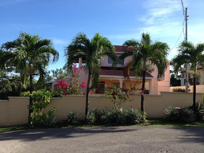 Front Street View Sunset Ridge Villa - Prime Ocean View Vacation Villa, San-Fernando - San Fernando - rentals