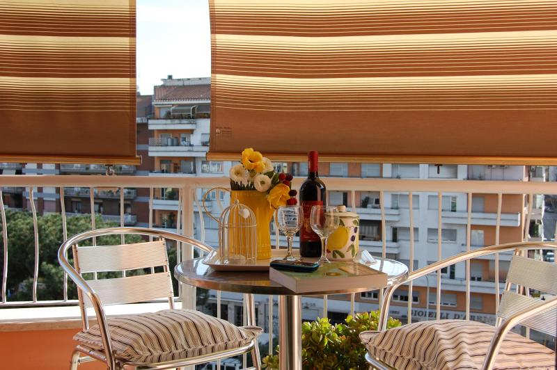 Enjoy breakfast or a drink on the balcony! - A Haven in Rome, 1 min from tube, free WI-FI, A/C - Rome - rentals