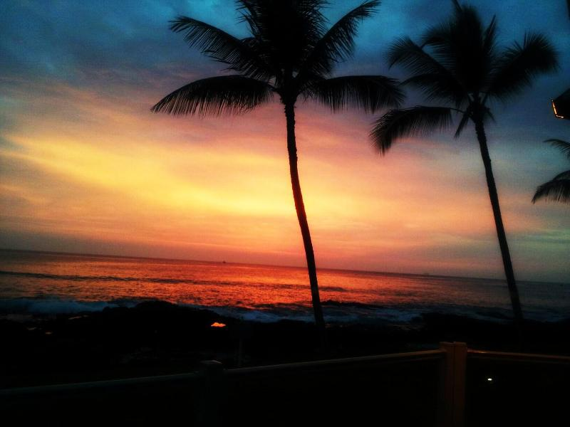 One Of Kona Reef's Beautiful Sunsets - Kona Reef's Oceanfront - Kailua-Kona - rentals