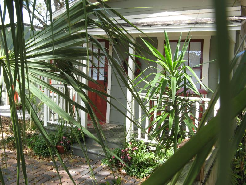 Erehwon Retreat / Cottage - EREHWON RETREAT 1923 Arts & Craft Cottage - Tampa - rentals