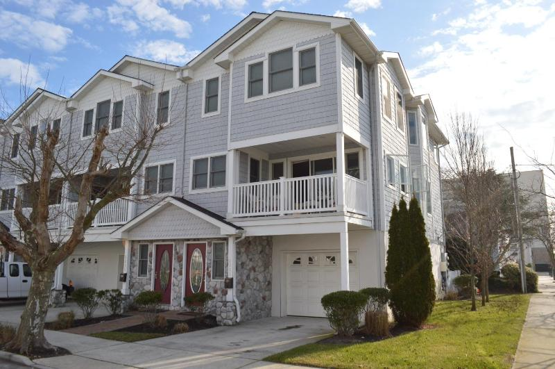 Exterior - 3 Story Townhouse: 1 Block to Beach and Boardwalk! - Wildwood - rentals