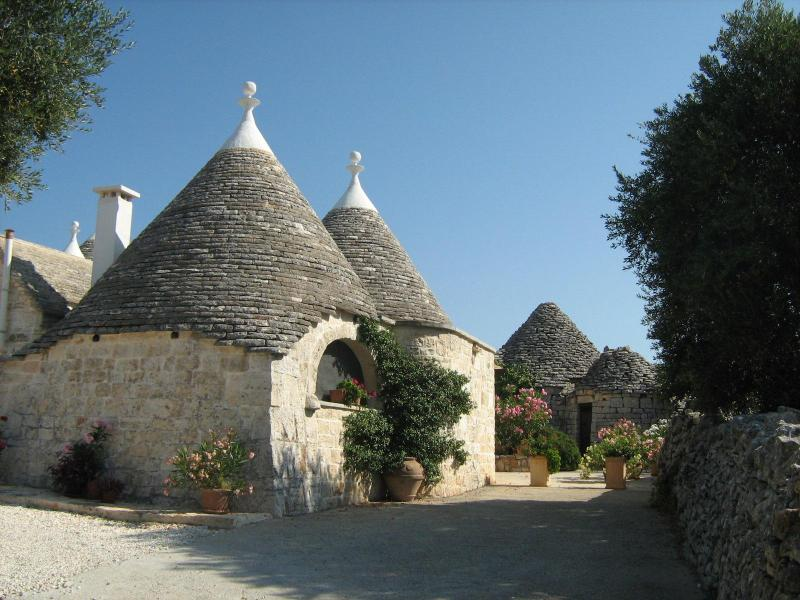 Trullo leading to private courtyard - Trullo Caterina perfect for 2 to relax and explore - Cisternino - rentals