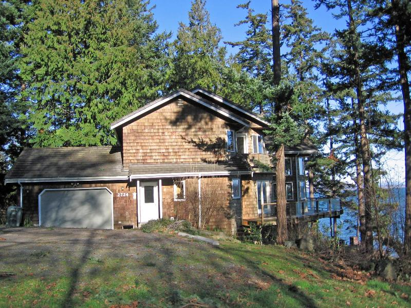 Eagle\'s Rest by the Water - Eagle's Rest, 4 bedroom Waterfront, Pet Friendly - Lummi Island - rentals