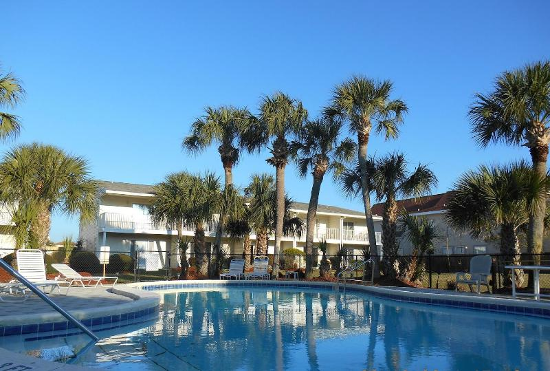 SUMMERHOUSE is a 2br/2.5 half bath Townhome steps from the beach - 2br/2.5ba Beach Condo w/Pool/Wifi-$1200 wk Aug/Sep - Destin - rentals