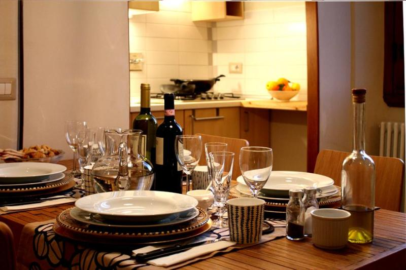 Table Apt. Senior - Bright Apartment in Florence, Italy - Florence - rentals