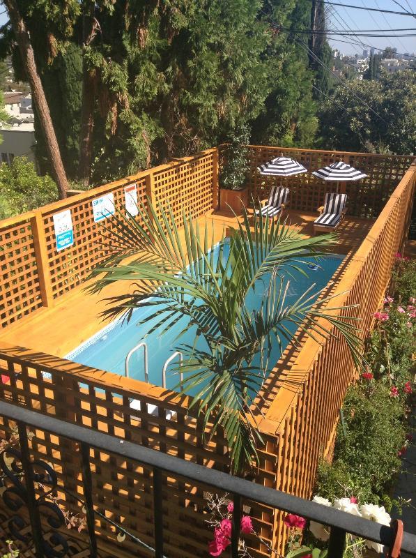 Pool w/ children's size loungers - KID FRIENDLY, 2BR W/Pool near LA sites! - Los Angeles - rentals
