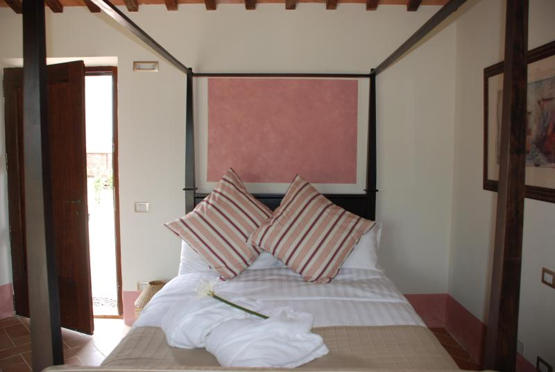 Beautiful four-poster beds - Four-poster bed, pool, private garden, great views - San Ginesio - rentals