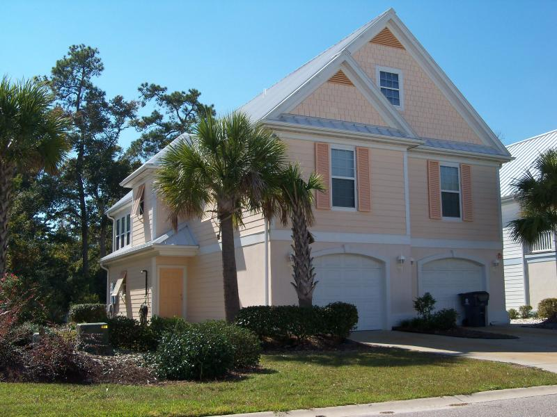 Front Of Home/Driveway, Parking for up to 5 vehicles - Apr 2BR 1.5 Ba * May - Sept 5BR 4.5 Ba, Slps 15+ - Surfside Beach - rentals