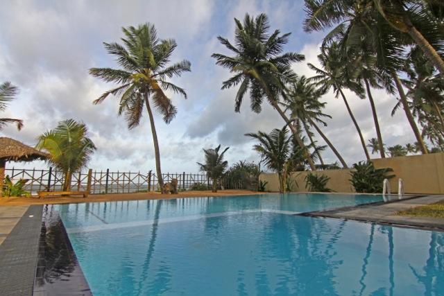 pool on a cloudy balmy day - Six Degrees North - Hikkaduwa - rentals
