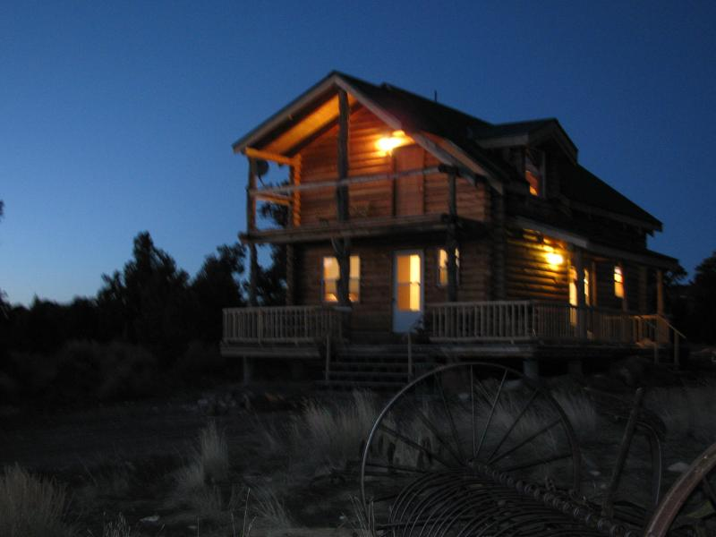 Pioneer Cabin at Dusk - 2 Bedroom Log Cabin with Spectacular Views - Moab - rentals