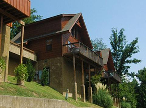Minutes To Parkway W/ Hot Tub,Pool Table,Wi-Fi - Image 1 - Pigeon Forge - rentals
