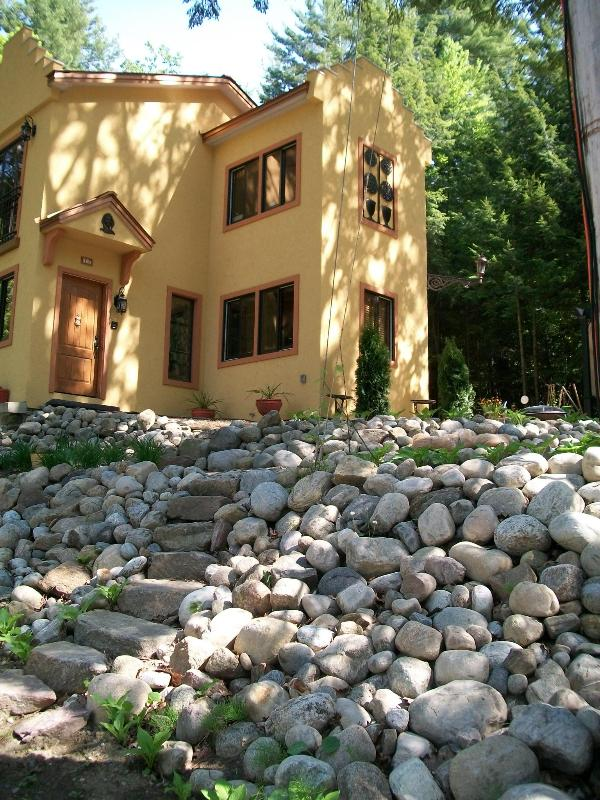 Casa d'Oro standing tall ! - VILLA IN ADIRONDACKS OVERLOOKING LAKE GEORGE WIFI - Lake George - rentals