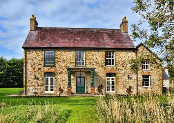 Georgian House Front View - Georgian farmhouse in the heart of Pembrokeshire - Pembrokeshire - rentals