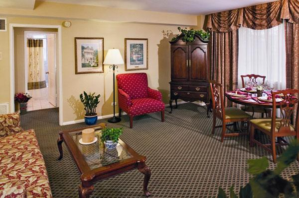 All-suite garden district resort with rooftop sundeck and convenient streetcar access - Image 1 - New Orleans - rentals