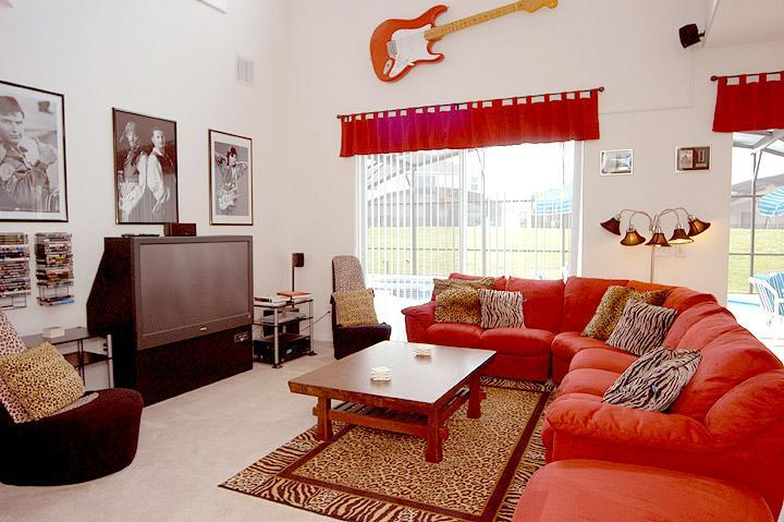 "Cosy Family room with 55"" TV & Soundbar - Hollywood Rock and Roll Home - Sleeps 16 - Orlando - rentals"