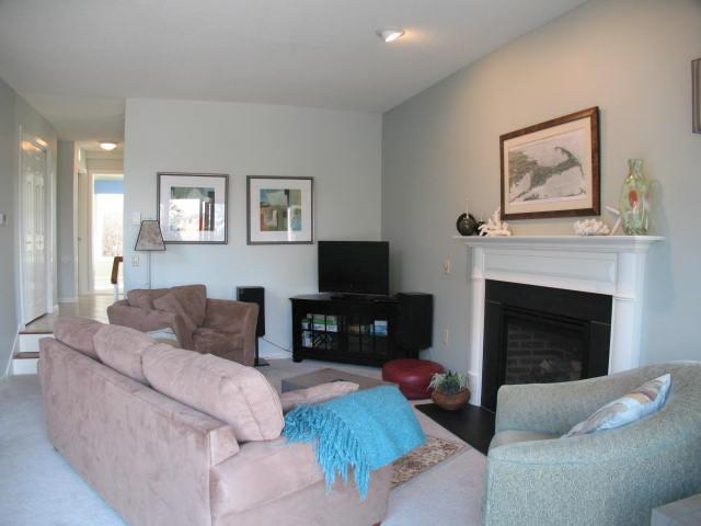 Living Room - Bayside Ocean Edge: 3 Bedrooms with Central A/C, Beach & Pool - BP0397 - Brewster - rentals