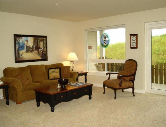 Open and beautiful great room - #918 - Beautiful Pet Friendly Beach Home - Westport - rentals