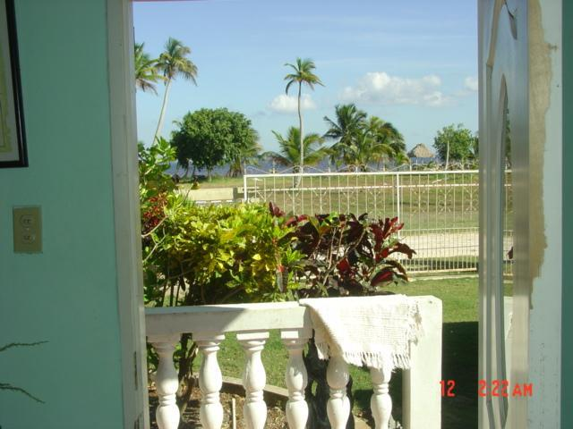 looking out door to the seashore - $775/mo. Beautiful  SEAVIEW Furnished  Apt. - Corozal Town - rentals