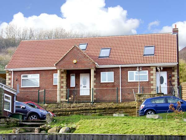 LOGANBERRY, pet friendly, with a garden in Skinningrove, Ref 5000 - Image 1 - Skinningrove - rentals