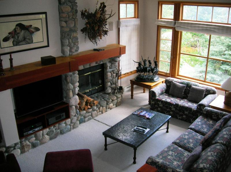 view of living room from dining room - Meadows ski in Beaver Creek townhome - Beaver Creek - rentals