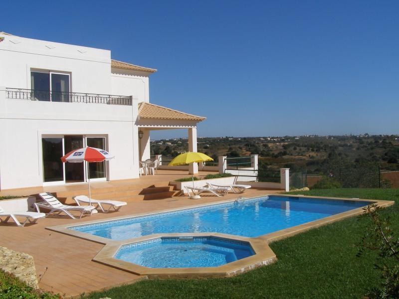modern 4bdr Villa pool Gale beach Albufeira - Image 1 - Albufeira - rentals
